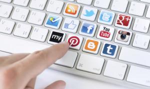 Чиновники будут отчитываться о страницах в соцсетях и молчать о мессенджерах