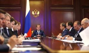 Премьер назвал причины низкой эффективности труда в России