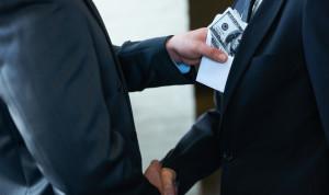 Чиновникам могут урезать полномочия в рамках борьбы с коррупцией