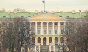 Чиновникам Петербурга приостановят индексацию зарплат до 2019 года