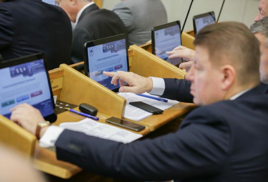 Депутаты Госдумы единогласно приняли в I чтении проект повышения МРОТ