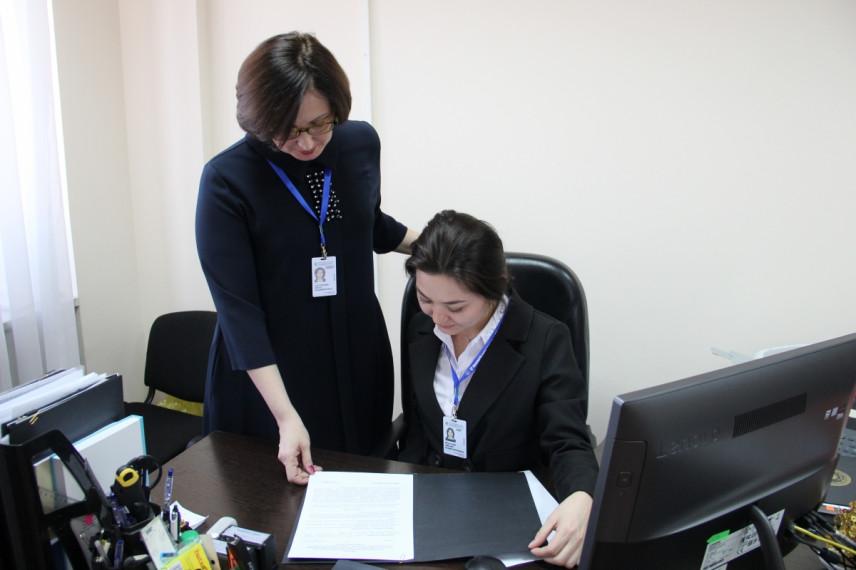 Пилотные ID-карты для казахских госслужащих введены в одном из ведомств