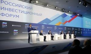 Медведев: Госслужащие рискуют больше, чем бизнес