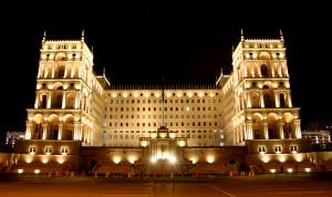 В Азербайджане ряду чиновников разрешили не сдавать тестовые экзамены