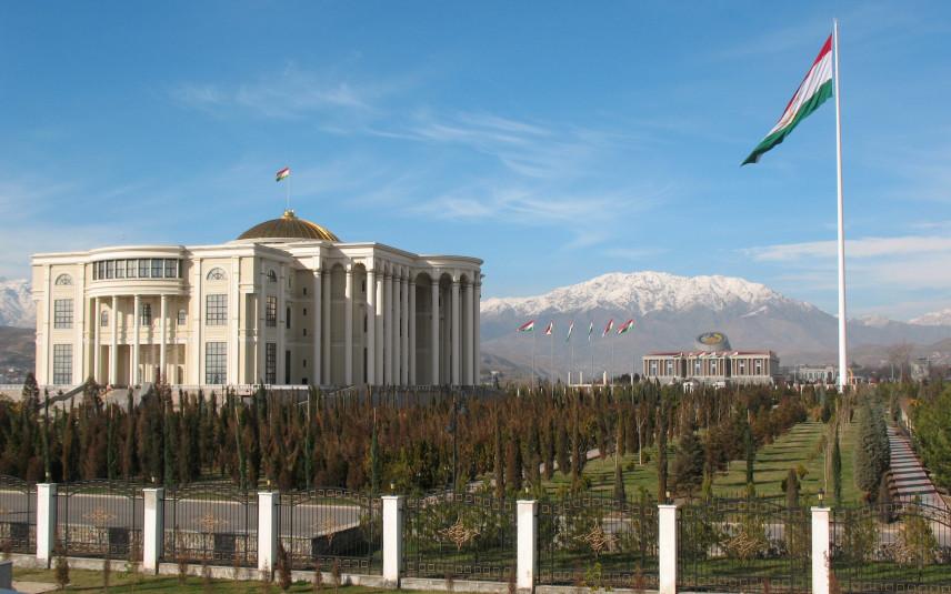 В Таджикистане установили лимит численности госслужащих