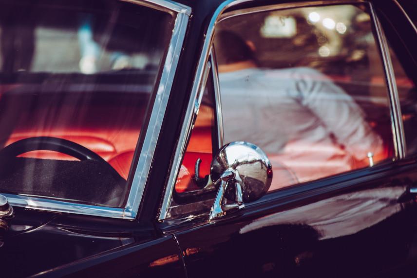 Грузинским госслужащим запретили ездить на черных автомобилях