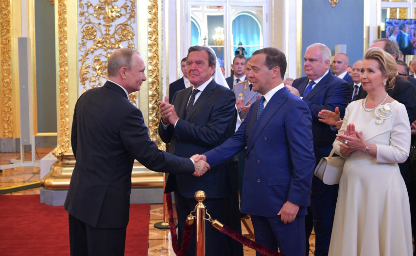 Президент внес в ГД кандидатуру Дмитрия Медведева на пост премьер-министра