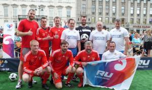 Сборная правительства Петербурга провела матч с болельщиками сборной России