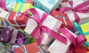 За 2 года госслужащие Свердловской области сдали более 100 подарков