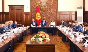 В Киргизии хотят увеличить зарплаты госслужащих
