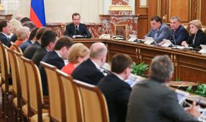 Дмитрий Медведев поручил разработать законопроекты об электронных трудовых книжках