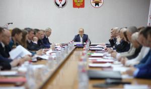 Сокращение госслужащих поможет Удмуртии сэкономить до 1 млрд рублей в год