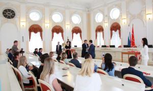 Госслужащим Петербурга вручили кубки и медали за спортивные достижения