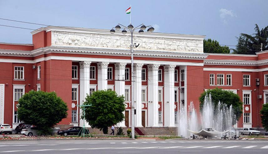 Сенаторы Таджикистана поддержали поправки в закон о госслужбе