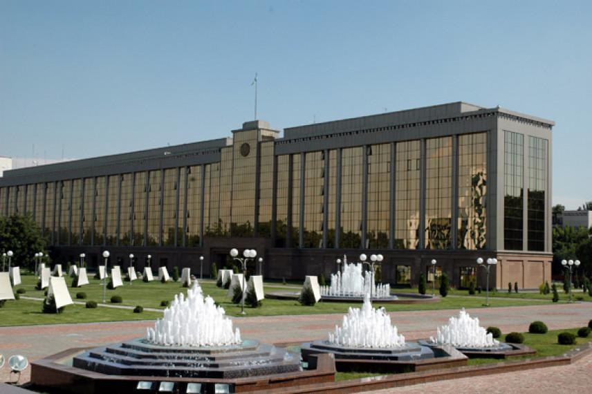 СМИ: Узбекским госслужащим разрешили отдыхать по воскресеньям
