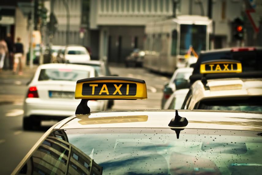 Госслужащие Астаны сменили служебные автомобили на такси