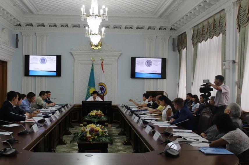 На одну должность в госорганах Алматы претендуют до 30 человек
