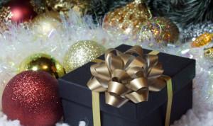 СМИ: Новогодние подарки для госслужащих предлагают отдавать малоимущим