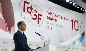 Медведев: Работникам госаппарата не хватает цифровых компетенций