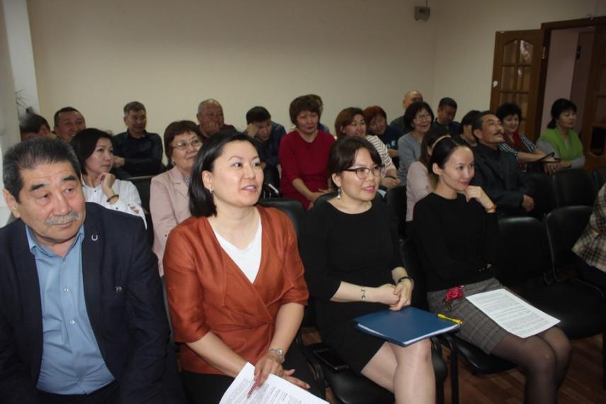 В Калмыкии поздравляют лучших муниципальных служащих