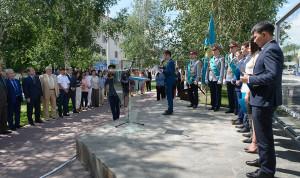 Новоиспеченные госслужащие Казахстана приняли присягу под открытым небом