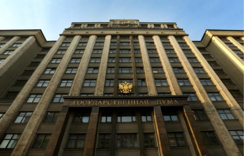 В Госдуме законопроект о временном отстранении госслужащих от должности приняли в первом чтении