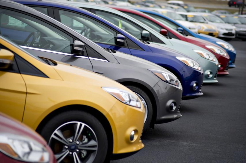 Госслужащие ЯНАО получат компенсацию за личный автомобиль на работе
