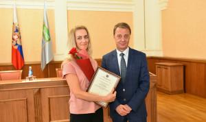 В Барнауле наградили муниципальных служащих