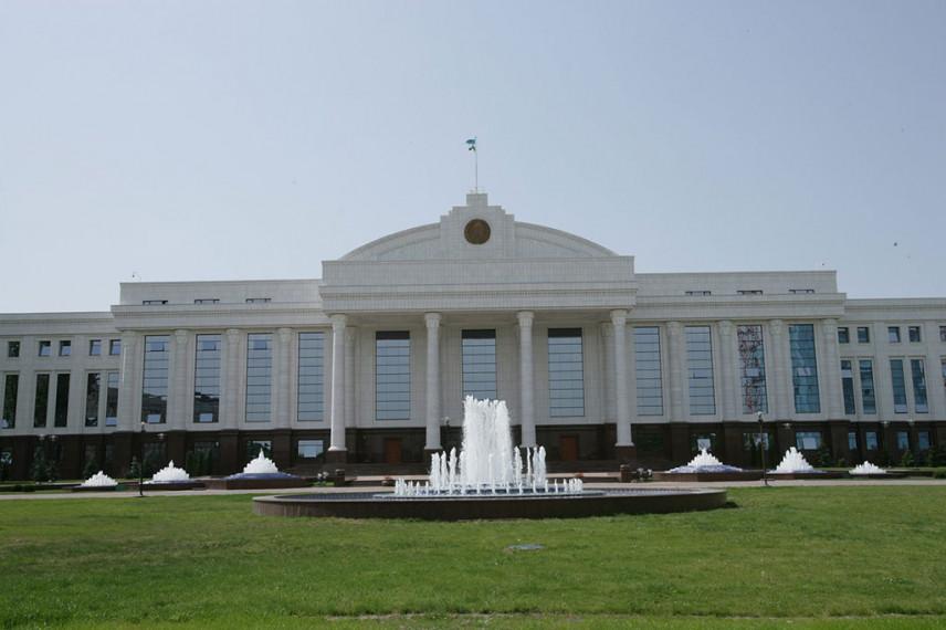 Тысячу чиновников из Узбекистана направят на стажировку за границу