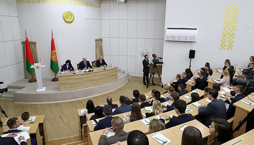 Президент Белоруссии назвал основные требования к современным руководителям
