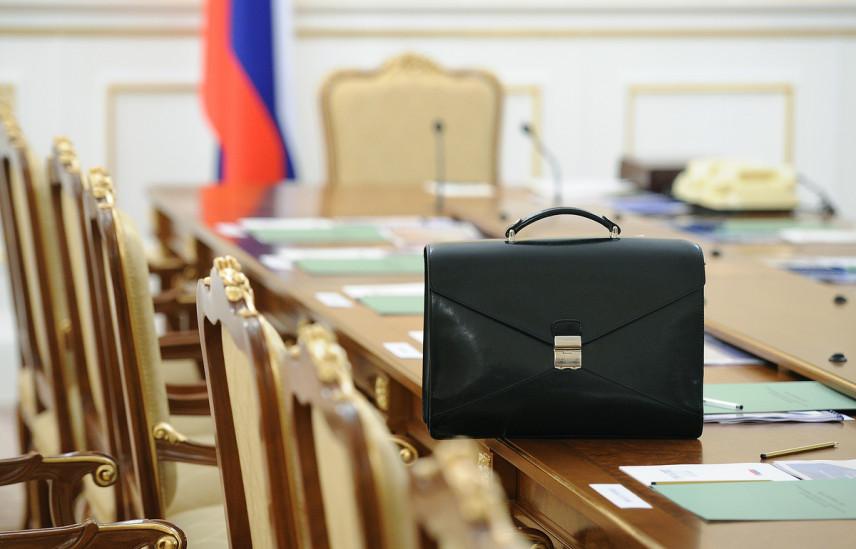 Проект закона о временном отстранении госслужащих от должности принят Госдумой во втором чтении
