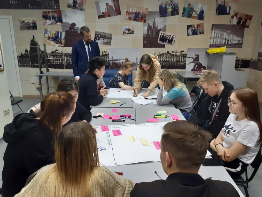 Петербургские студенты построили систему профразвития госслужащих