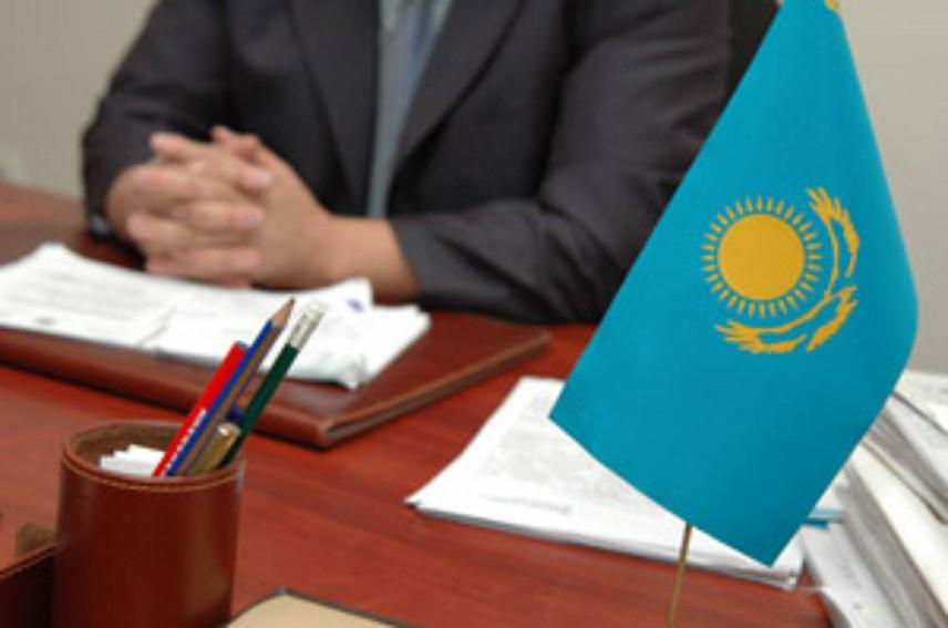 Госслужащим Казахстана заменят служебные удостоверения на бейджи