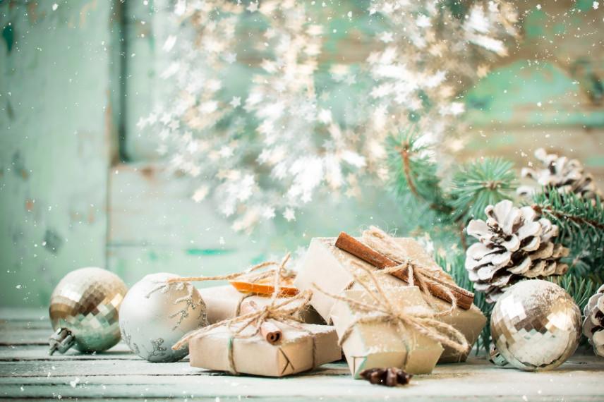 СМИ: Накануне Нового года Минтруд напомнил госслужащим о запрете на подарки