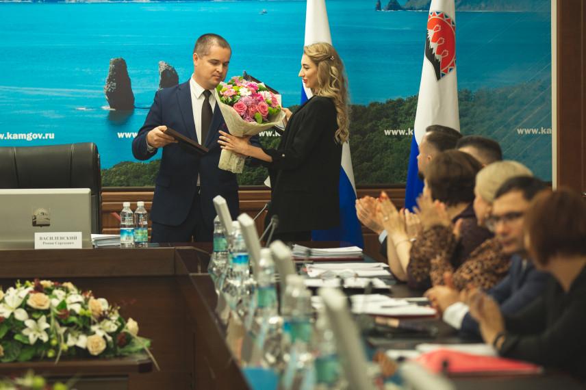 Лучшим госслужащим Камчатского края вручили награды