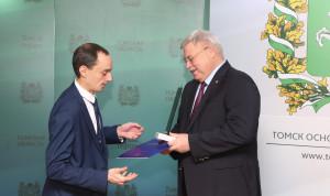 Лучших муниципальных служащих наградили в Томской области
