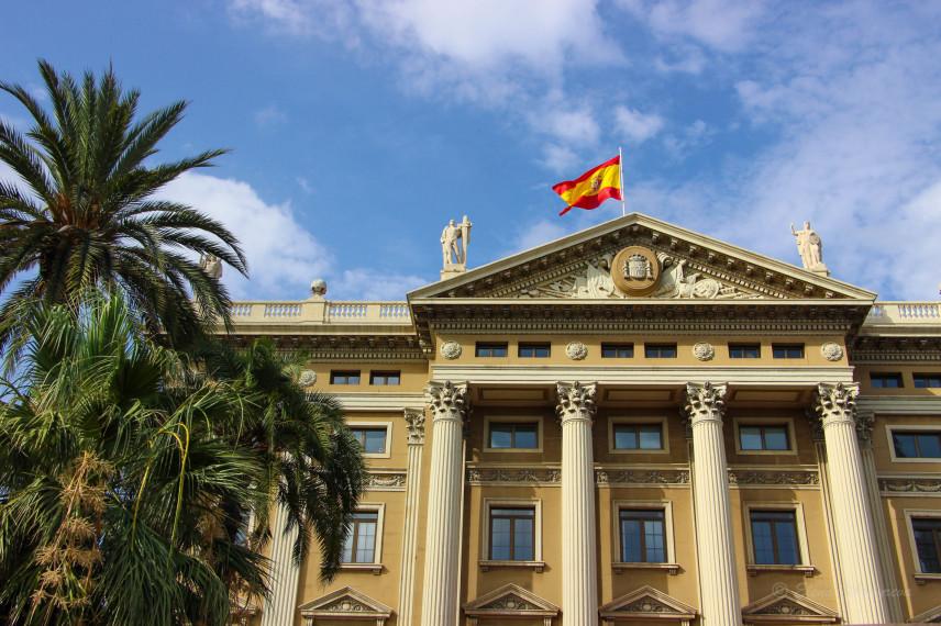 В Испании зарплаты чиновников вырастут на 2%