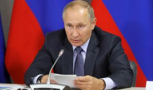 Президент Владимир Путин призвал муниципальные власти не засиживаться в кабинетах