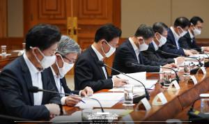Президент и министры Южной Кореи будут жертвовать часть зарплаты на борьбу с COVID-19