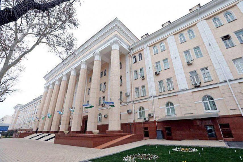 Минюст Узбекистана предлагает штрафовать госслужащих за неиспользование госязыка
