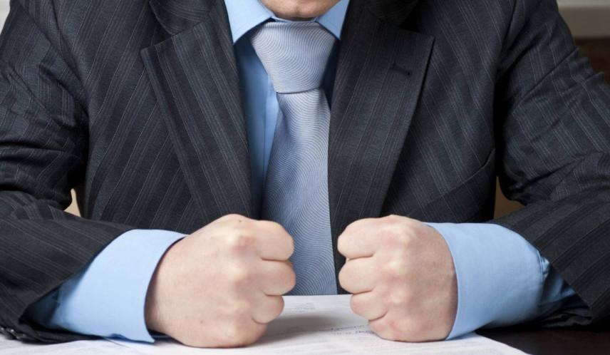 Чиновников хотят наказывать за хамство