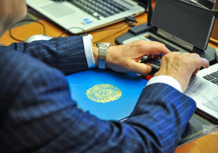 Чиновников Казахстана обяжут сообщать о работающих с ними родственниках