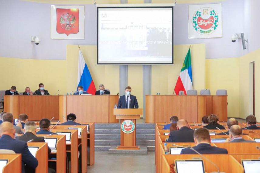 За год расходы на содержание органов власти Хакасии уменьшились на 200 млн рублей