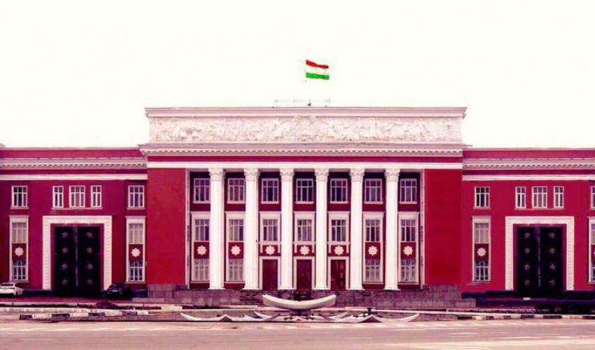Госслужащие Таджикистана возвращаются к обычному режиму работы