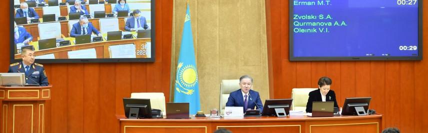 В Казахстане чиновникам запретят дарить любые подарки