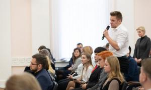 Студенты ПсковГУ успешно прошли 7-месячную практику в администрации региона