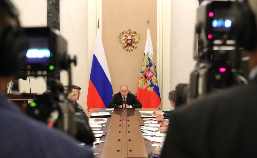 Президент подписал указ о повышении окладов федеральных госслужащих