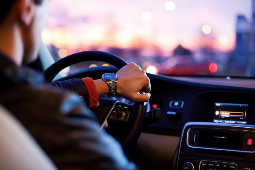 Жители Узбекистана будут контролировать использование служебных авто в госорганах