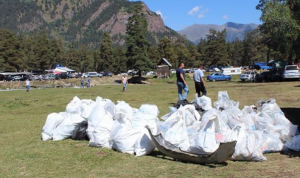 Госслужащие Карачаево-Черкесии собрали более 300 мешков мусора на берегу реки Псыш