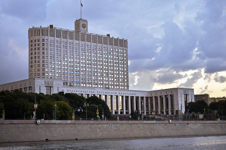 200 млрд рублей сэкономит правительство на переносе реформы зарплат чиновников